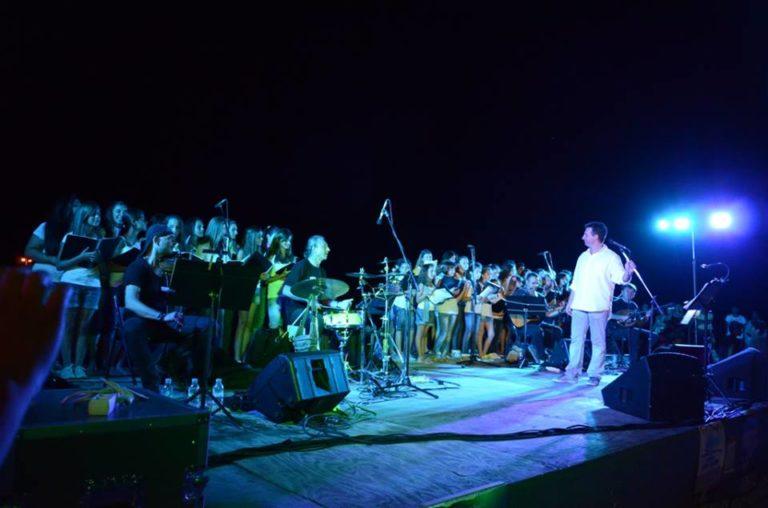 Μάγεψαν ο Δημήτρης Μπάσης και η Παιδική-Νεανική Χορωδία Αιγιαλείας την Κυριακή στο Διακοπτό