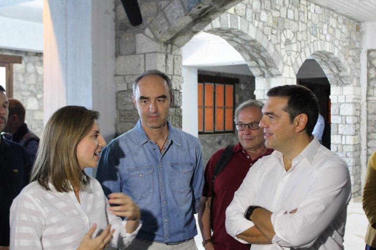 Επίσκεψη και ξενάγηση του Αλέξη Τσίπρα στο Φεστιβάλ Πριμαρόλια και την Έκθεση σύγχρονης τέχνης στο Αίγιο.